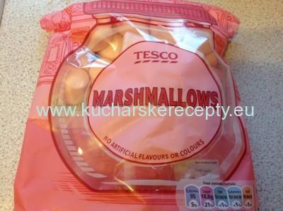 balenie cukrikov marshmallow