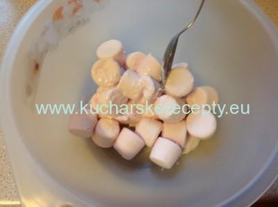 topenie marshmallow cukrikov na fondant