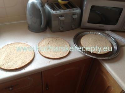 recept orechovo-jahodova torta - korpus