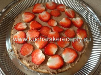 recept orechovo-jahodova torta - plnenie