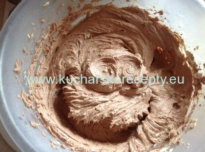 zasnezeny broskynovy kolac 1 recept